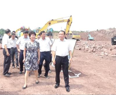 市委书记包惠,市委常委、常务副市长李天满视察新区入驻项目建设情况